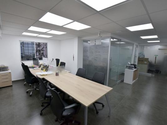 Oficina de dos niveles en venta en La Julia