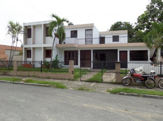 Casa Solar, con opción de construir edificio de 5