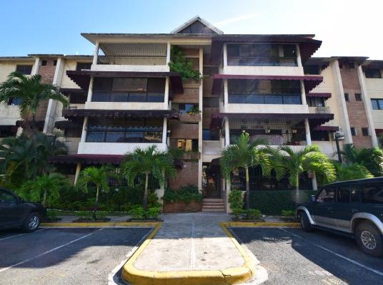 Amplio apartamento en venta, Las Praderas