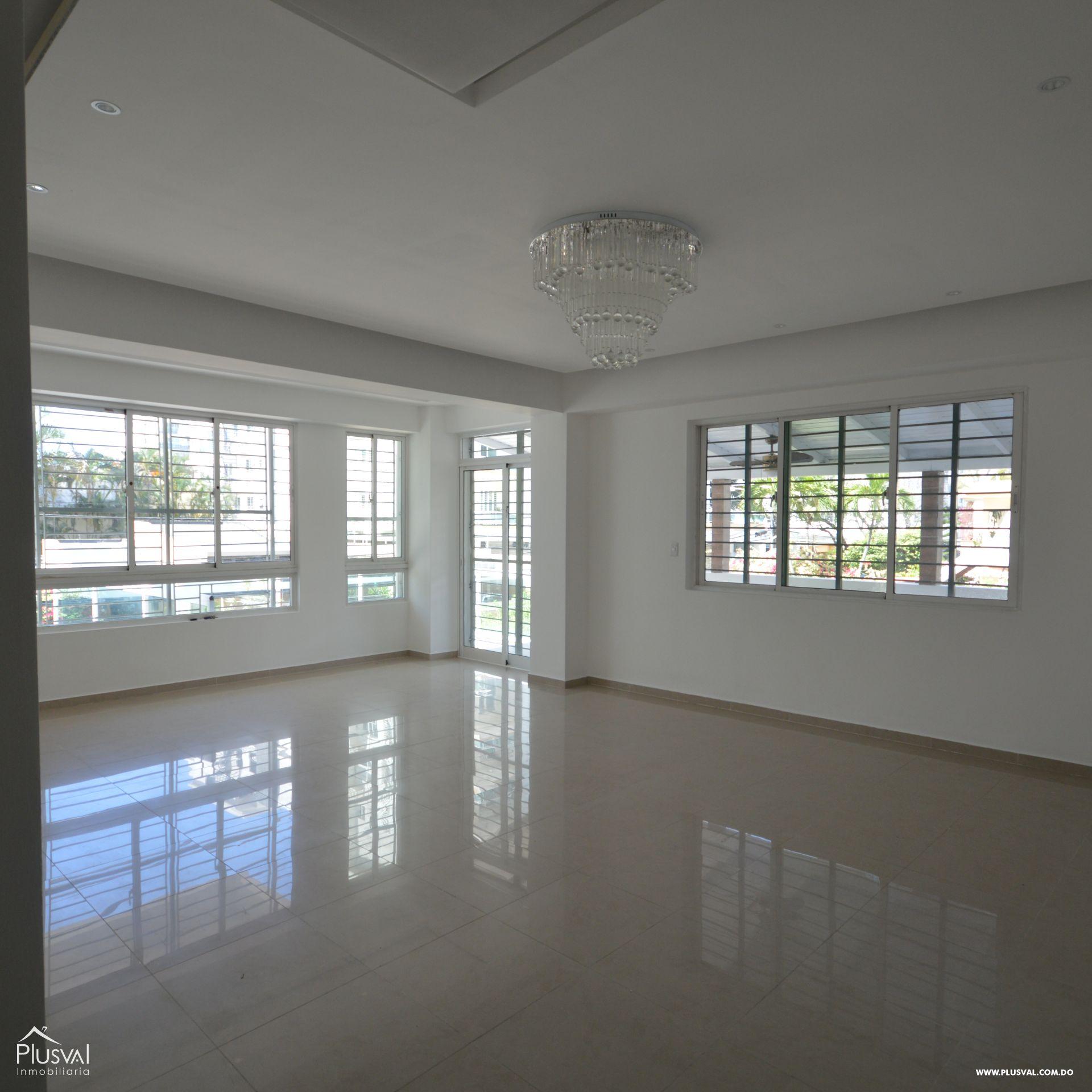 Amplio apartamento en alquiler, Evaristo Morales 174421