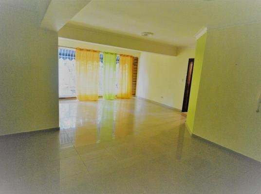 Apartamento amplio, fresco y excelente ubicación.