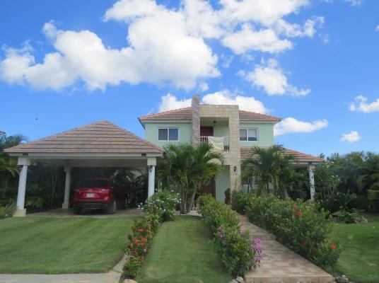 Moderna Villa en venta, a 2 minutos del down town