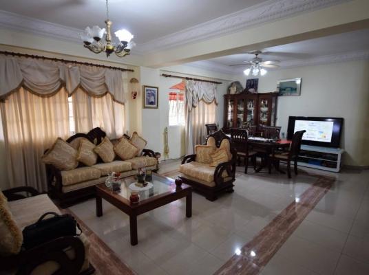Apartamento en venta con amplias habitaciones y muy buena distribución.
