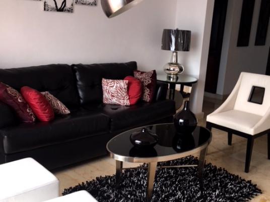 Espacioso apartamento en alquiler totalmente amueblado en el centro de Piantini.