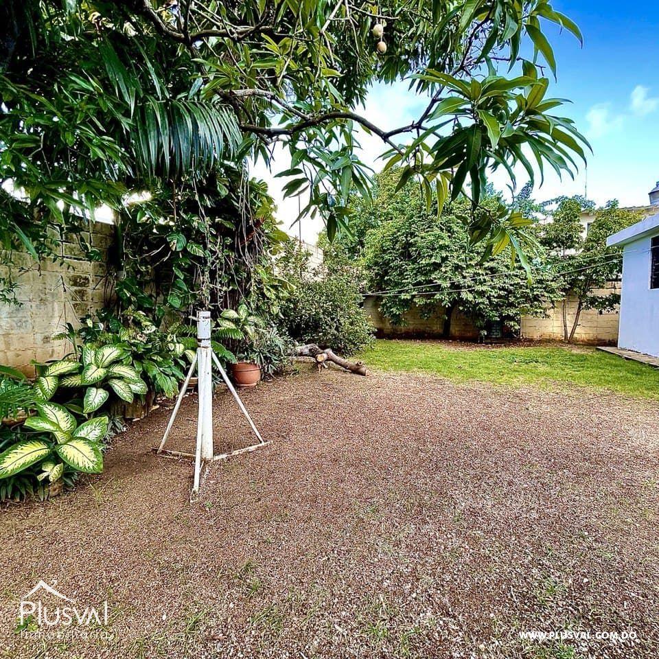 Casa-Terreno 500 mts2 Ideal para Plaza o Local Comercial en Los Prados