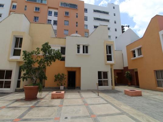 Casa en venta o alquiler en proyecto cerrado en Cacicazgos.