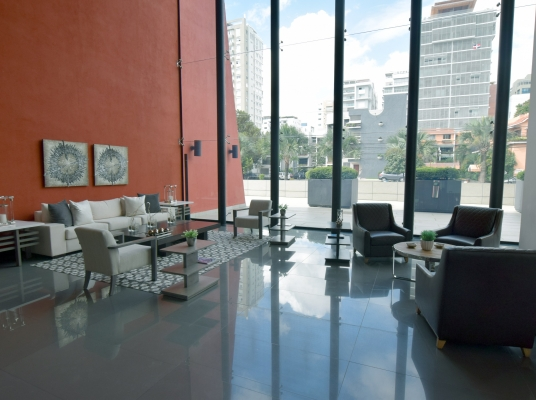 Oficinas en alquiler en moderno corporativo - Piantini