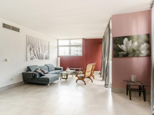 Apartamento en alquiler AMUEBLADO, Serralles 4to. nivel