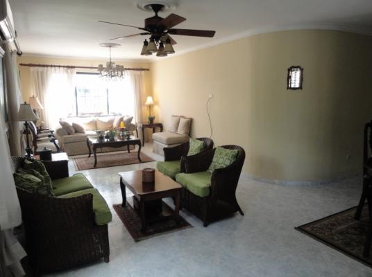 Apartamento amueblado en alquiler, Evaristo Morales.