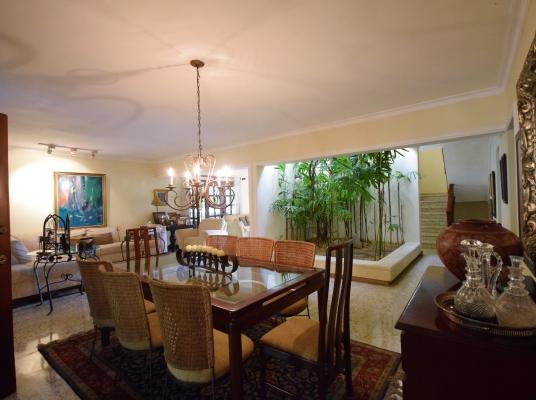 Casa preciosa en la bella zona de Arroyo Hondo Viejo