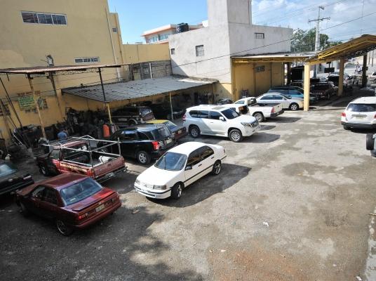 Local Comercial/Solar de 1821m2 próximo a Megacentro