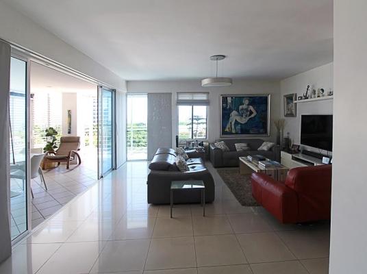 Apartamento de 3 habitaciones en Esperilla con excelente vista.