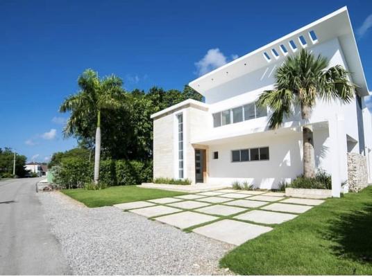 4 bedroom house for sale/ Casa venta 4 habs Puntacana Village