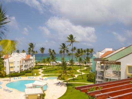 Residencial de apartamentos con playa privada.