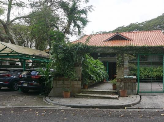 Majestuosa casa en venta en Cuesta Hermosa II