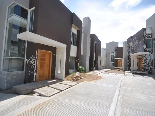Casas en Arroyo Hondo lll