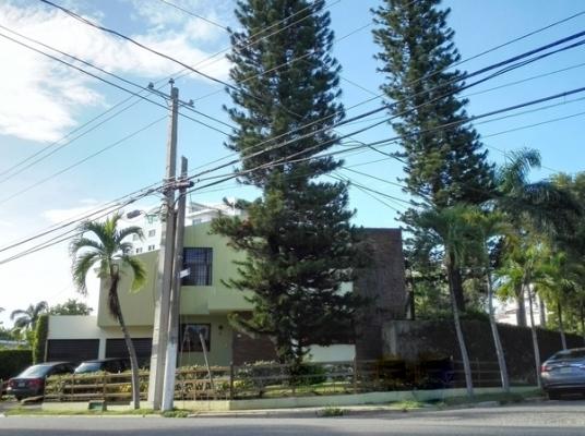 Venta casa de Esquina en Los Cacicazgos, 1000 m2