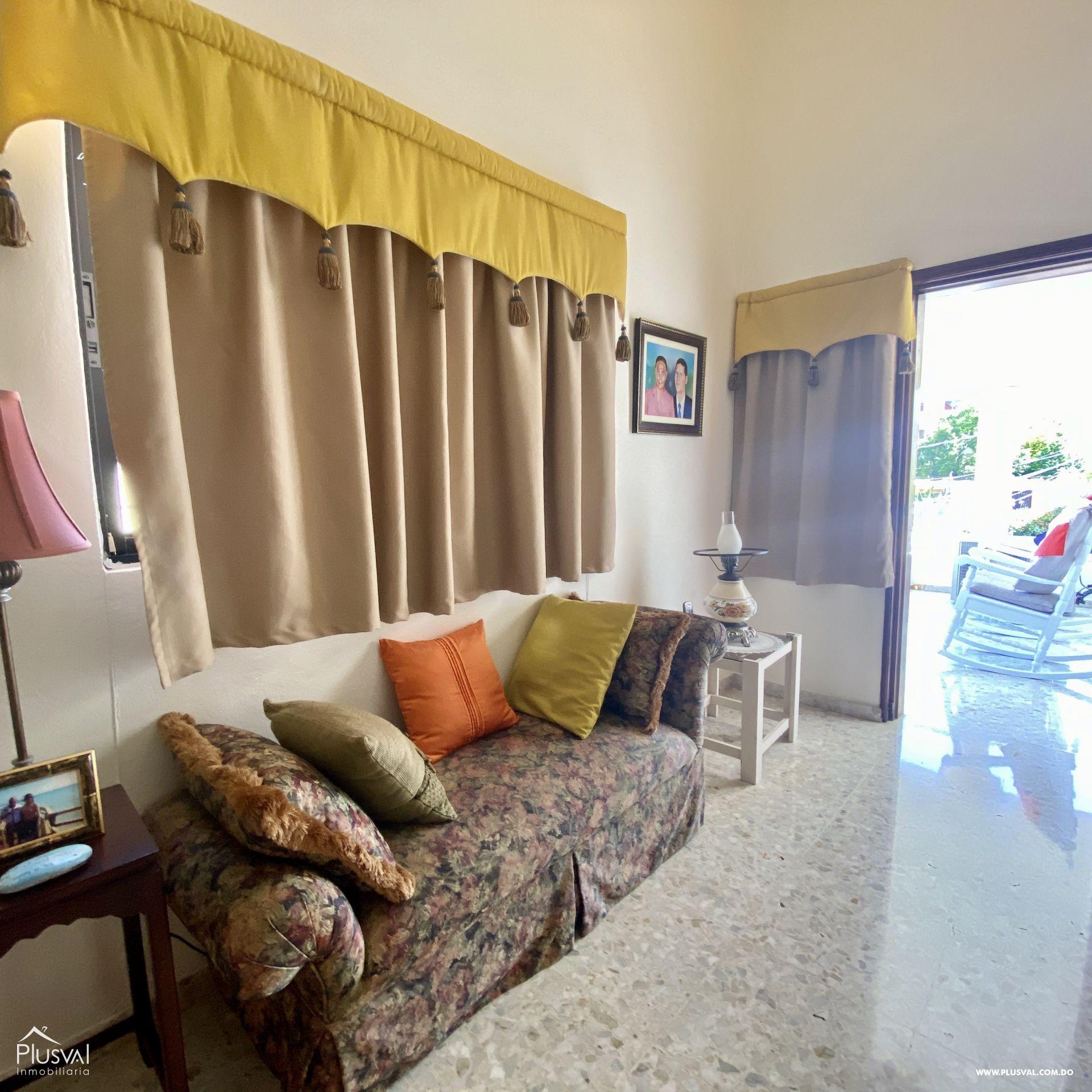 Casa en Venta de Dos Niveles en la Autopista San Isidro 151145