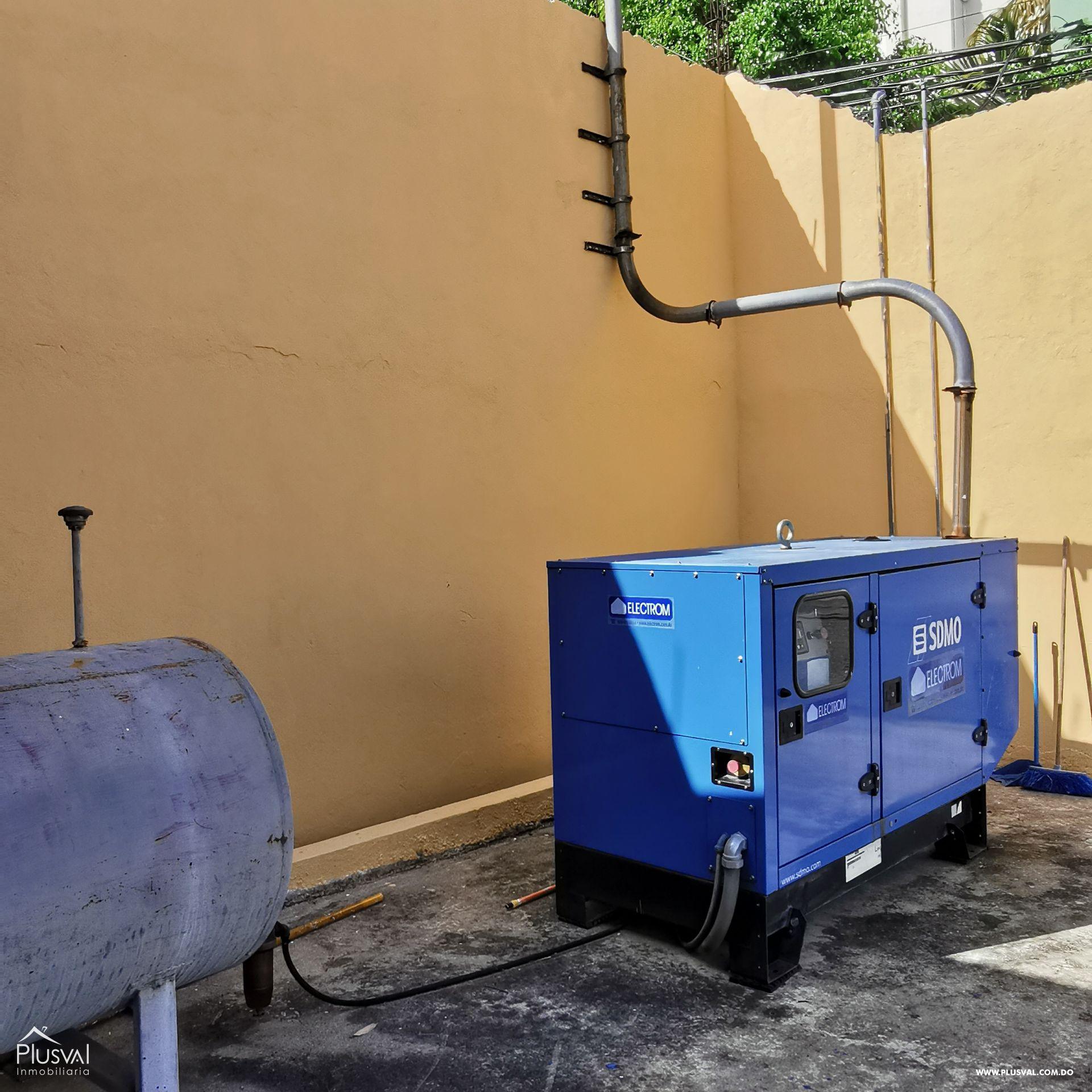 Alquiler Almacén-Nave Industrial con Oficinas y Parqueos en Arroyo Hondo 168571