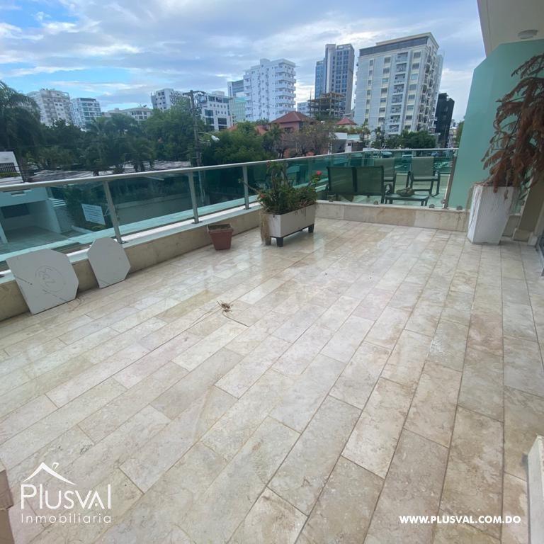 Apartamento en el centro de Piantini en alquiler con linea blanca y terraza