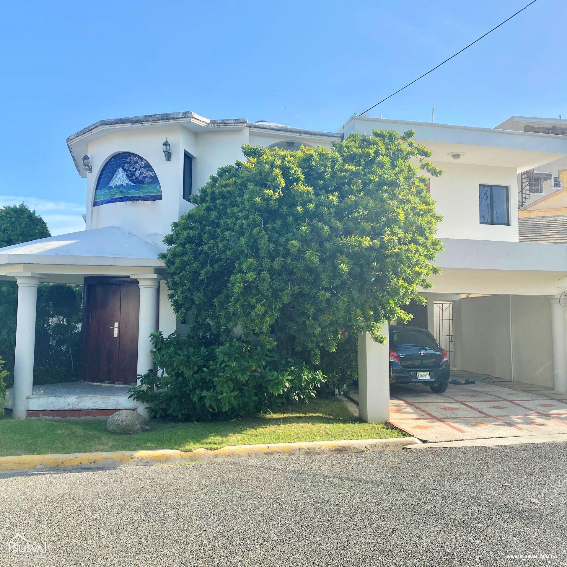 Casa en Venta de Dos Niveles en la Autopista San Isidro 151128