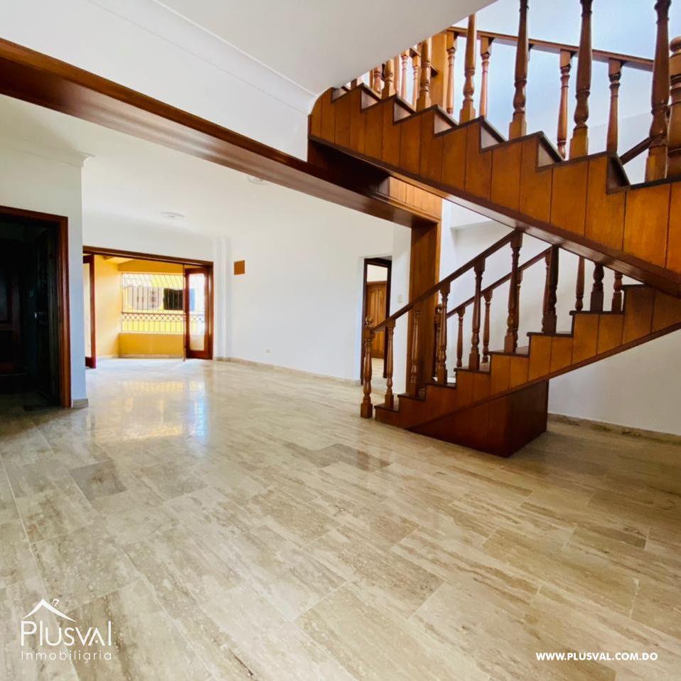 Hermoso y amplio penthouse en venta, Evaristo Morales