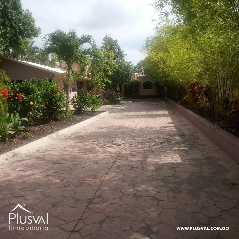 Casa de 4 Habitaciones en Jardines del Este