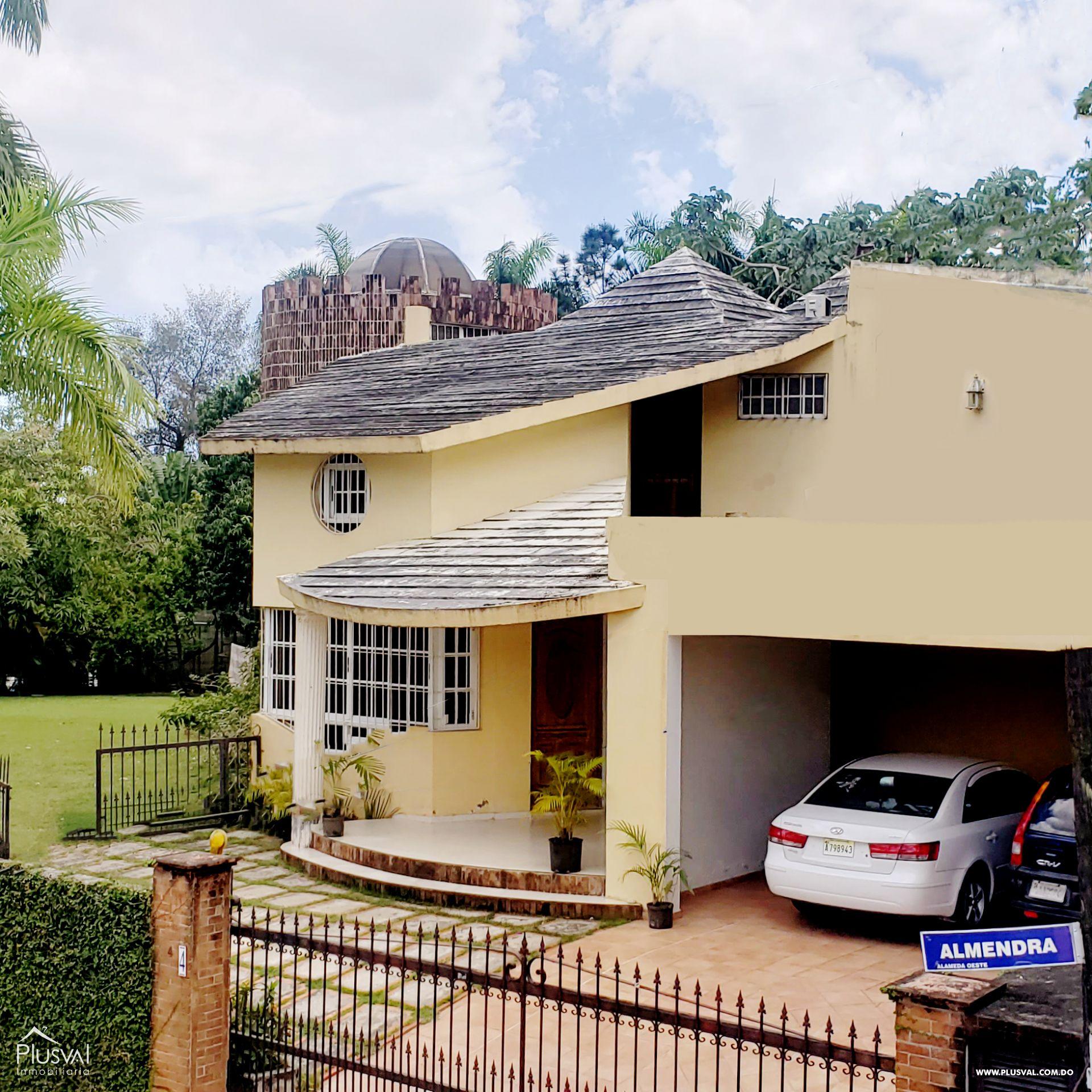 Casa confortable  y adecuada para vivir en familia, con amplio solar donde puedes agregar otras áreas adecuadas para ti y los tuyos.