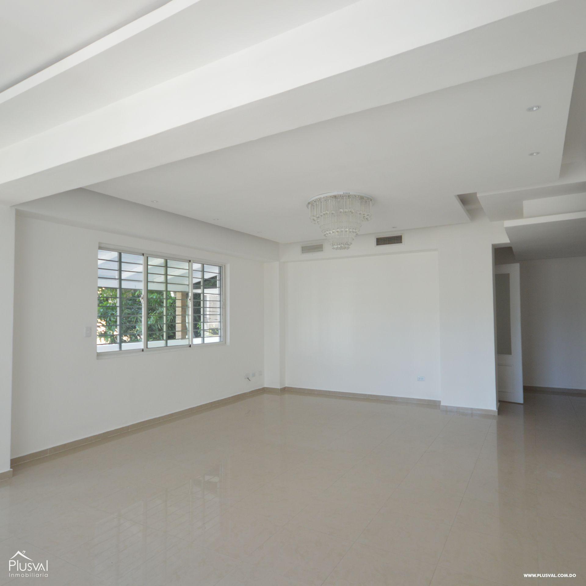 Amplio apartamento en alquiler, Evaristo Morales 174420