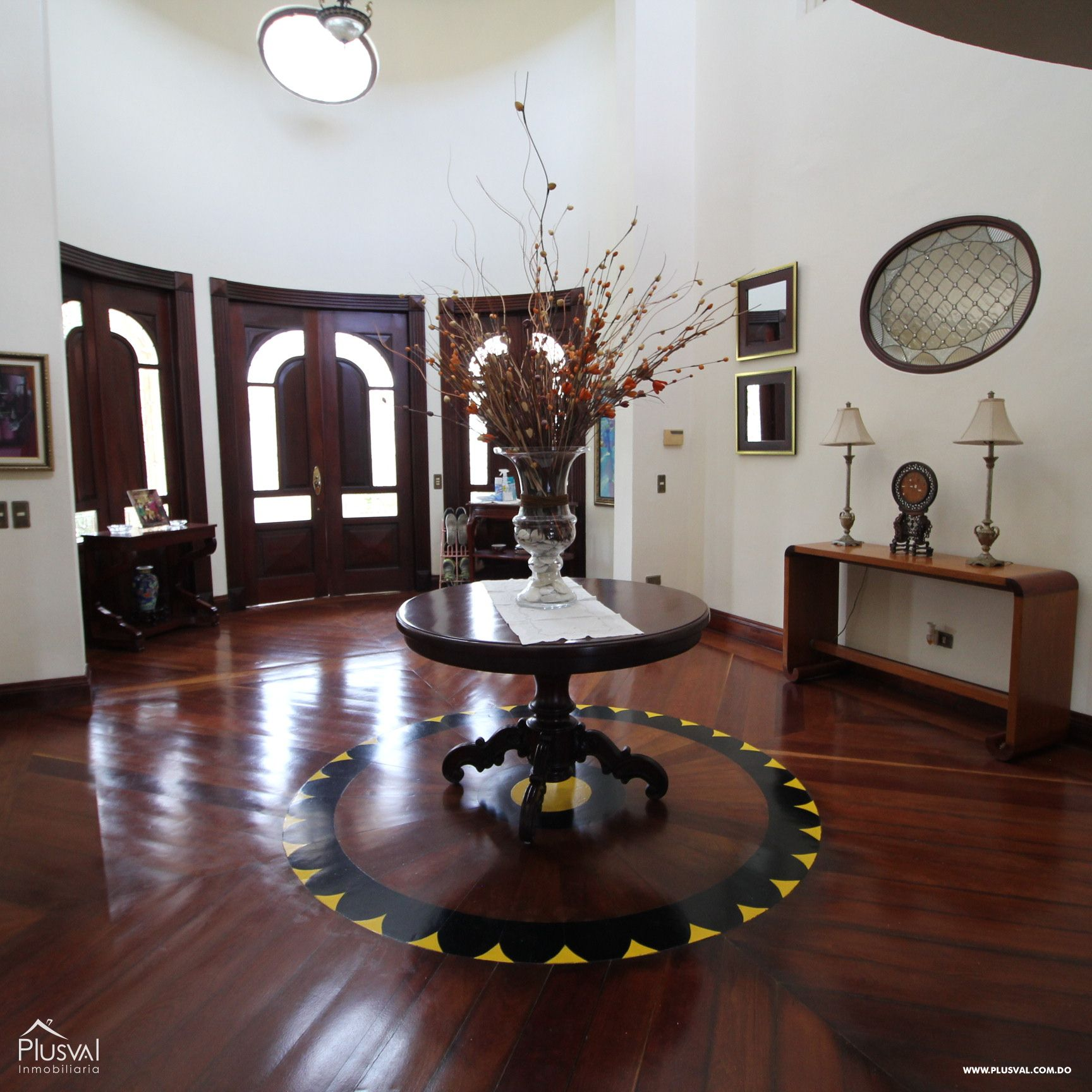 Amplia Casa en Venta en Cuesta Hermosa II