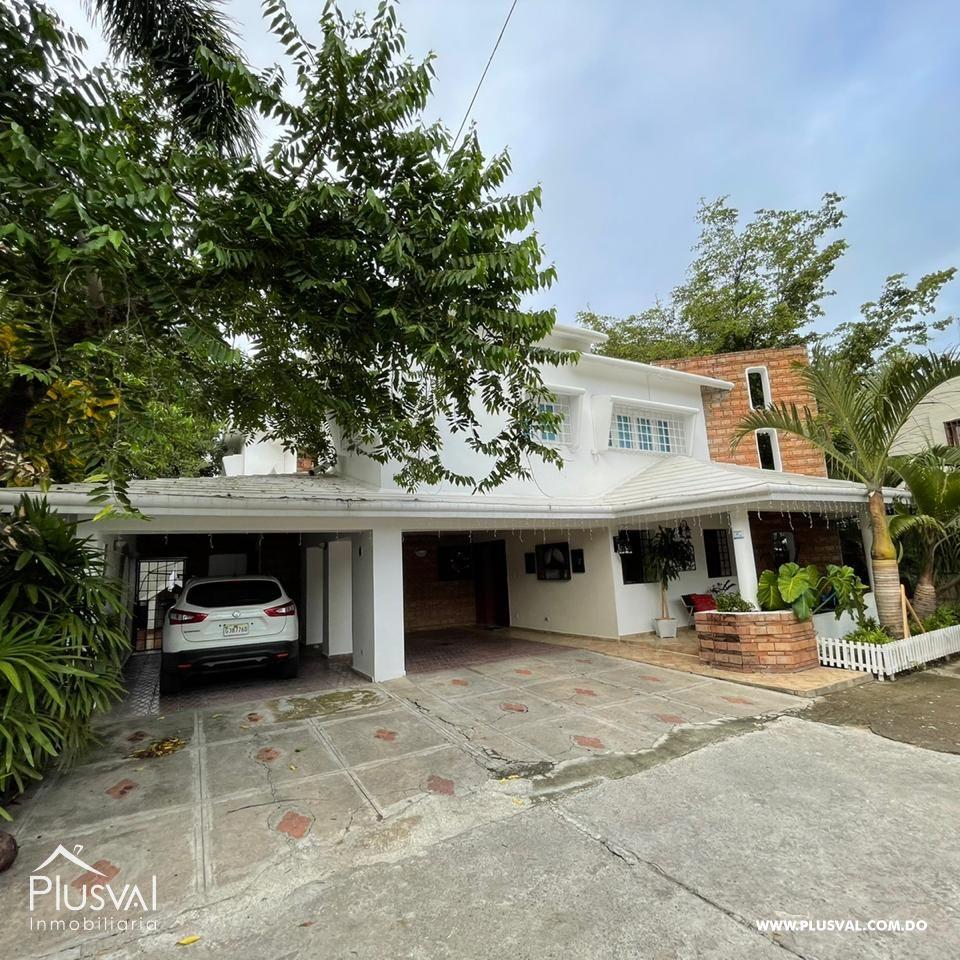 Comoda casa de 2 Niveles en el Copal Santiago