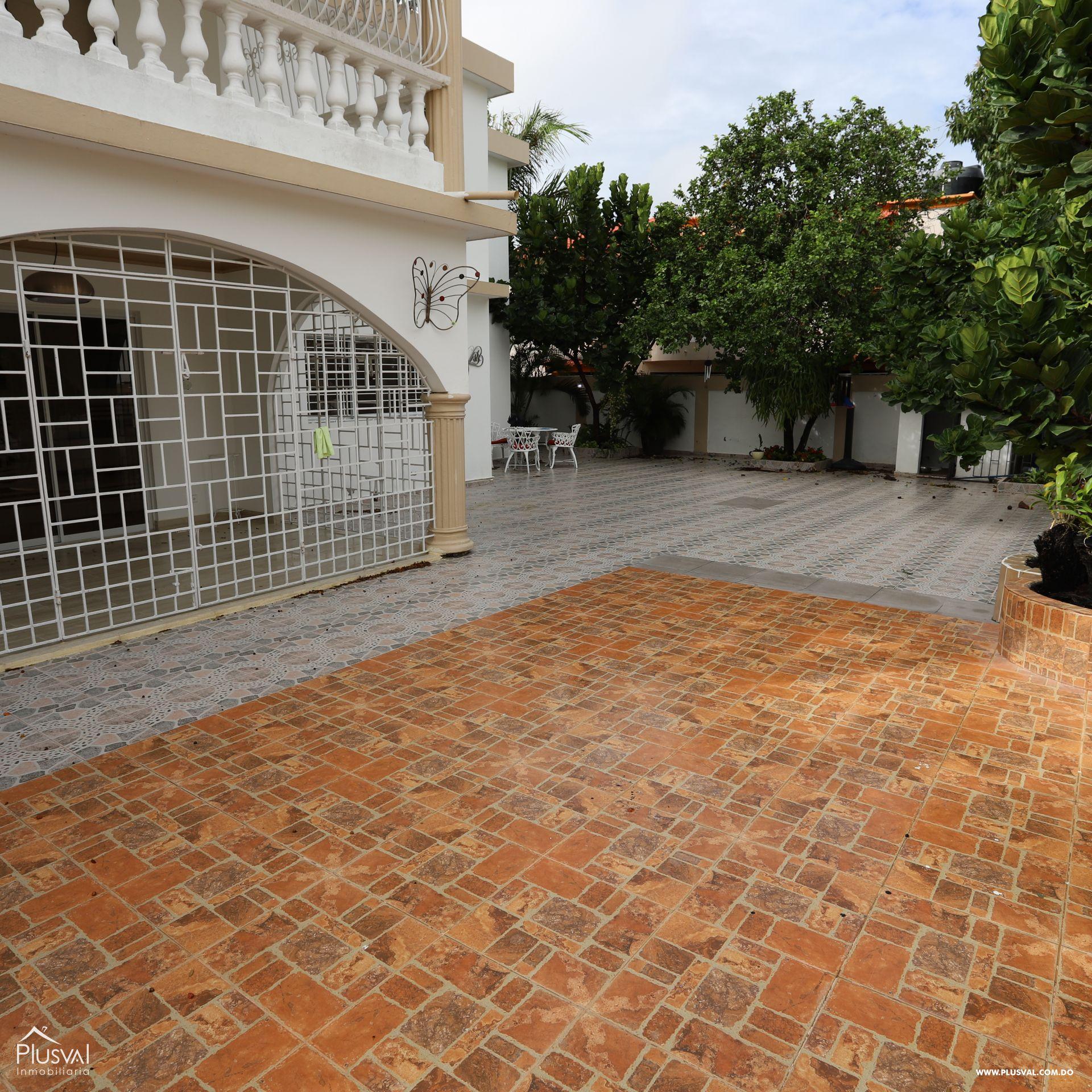 Residencia Privada con Paneles Solares