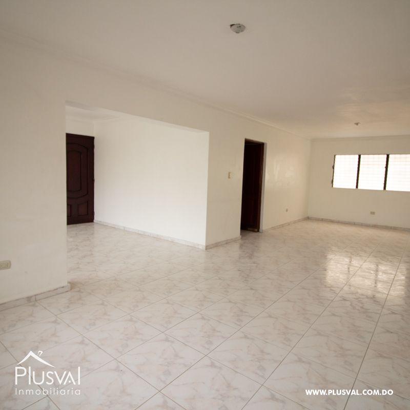 Amplio Apartamento en Venta en Evaristo Morales