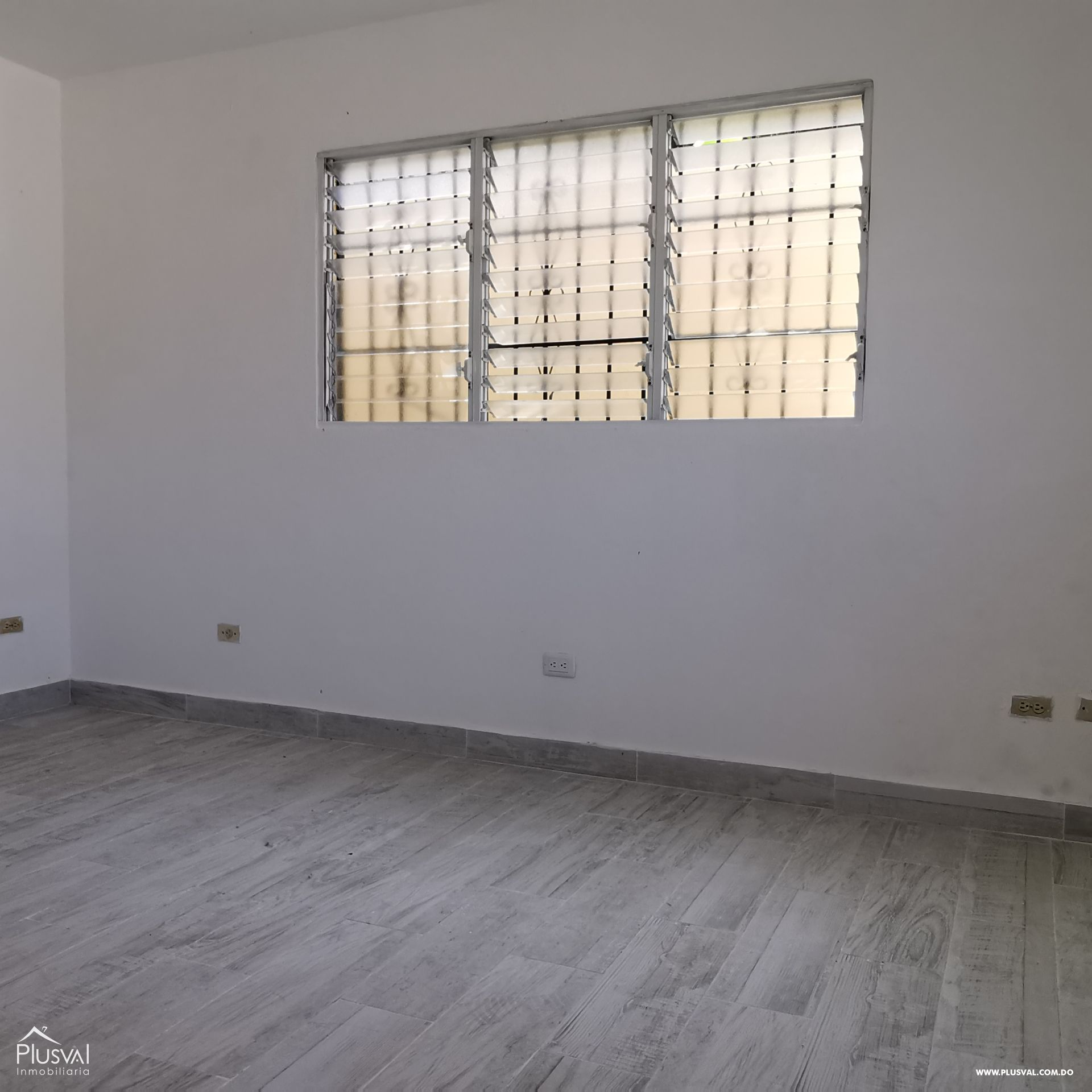 Alquiler Almacén-Nave Industrial con Oficinas y Parqueos en Arroyo Hondo 168555