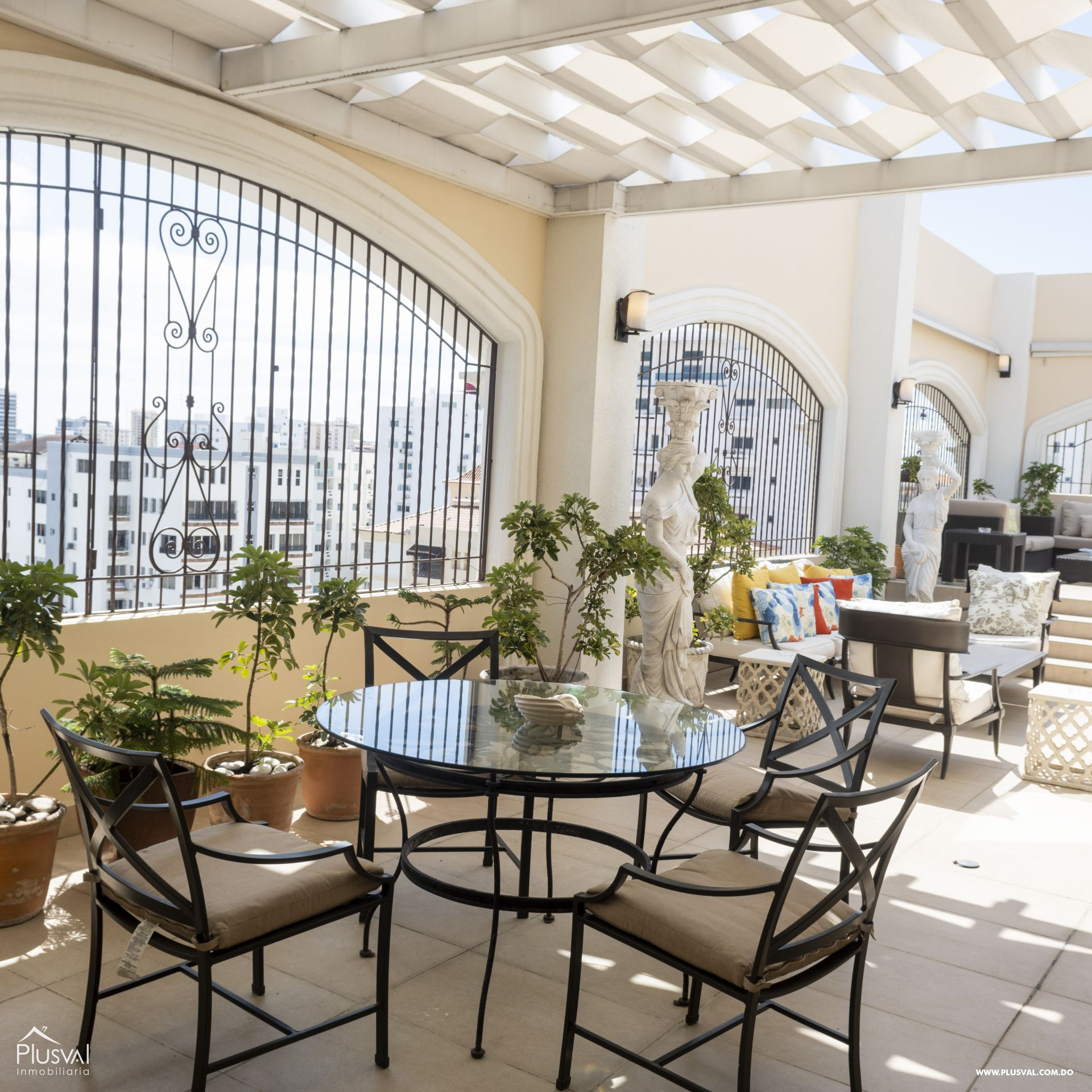 Penthouse en Venta en Naco con 8 parqueos