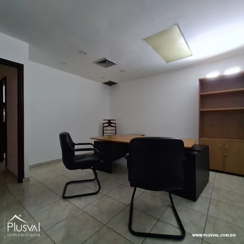 Se alquila local comercial con muebles en Piantini