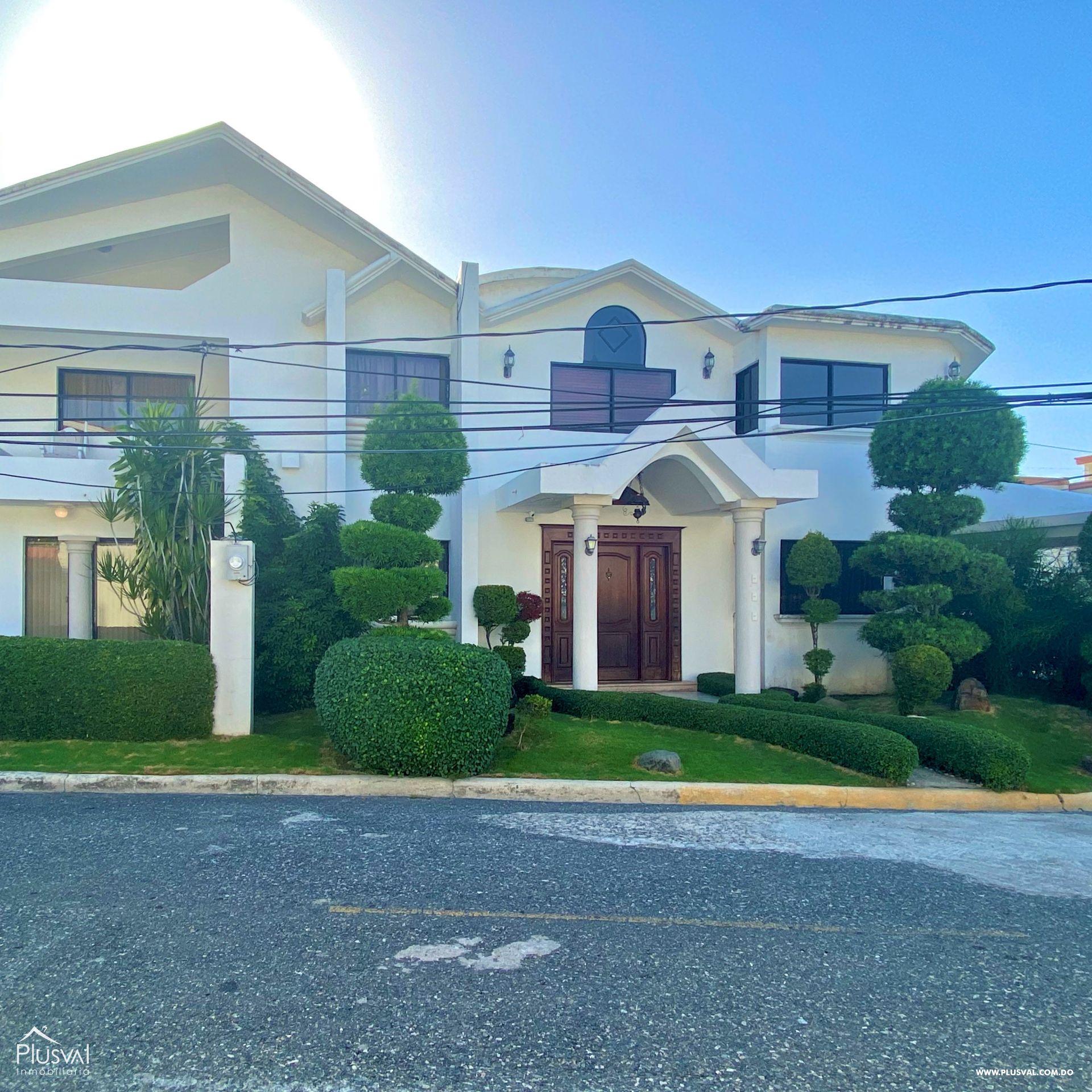 Casa en Venta de Dos Niveles en la Autopista San Isidro