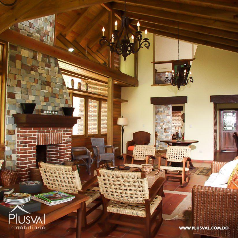 Villa en venta en Jarabacoa con amplios jardines 159876