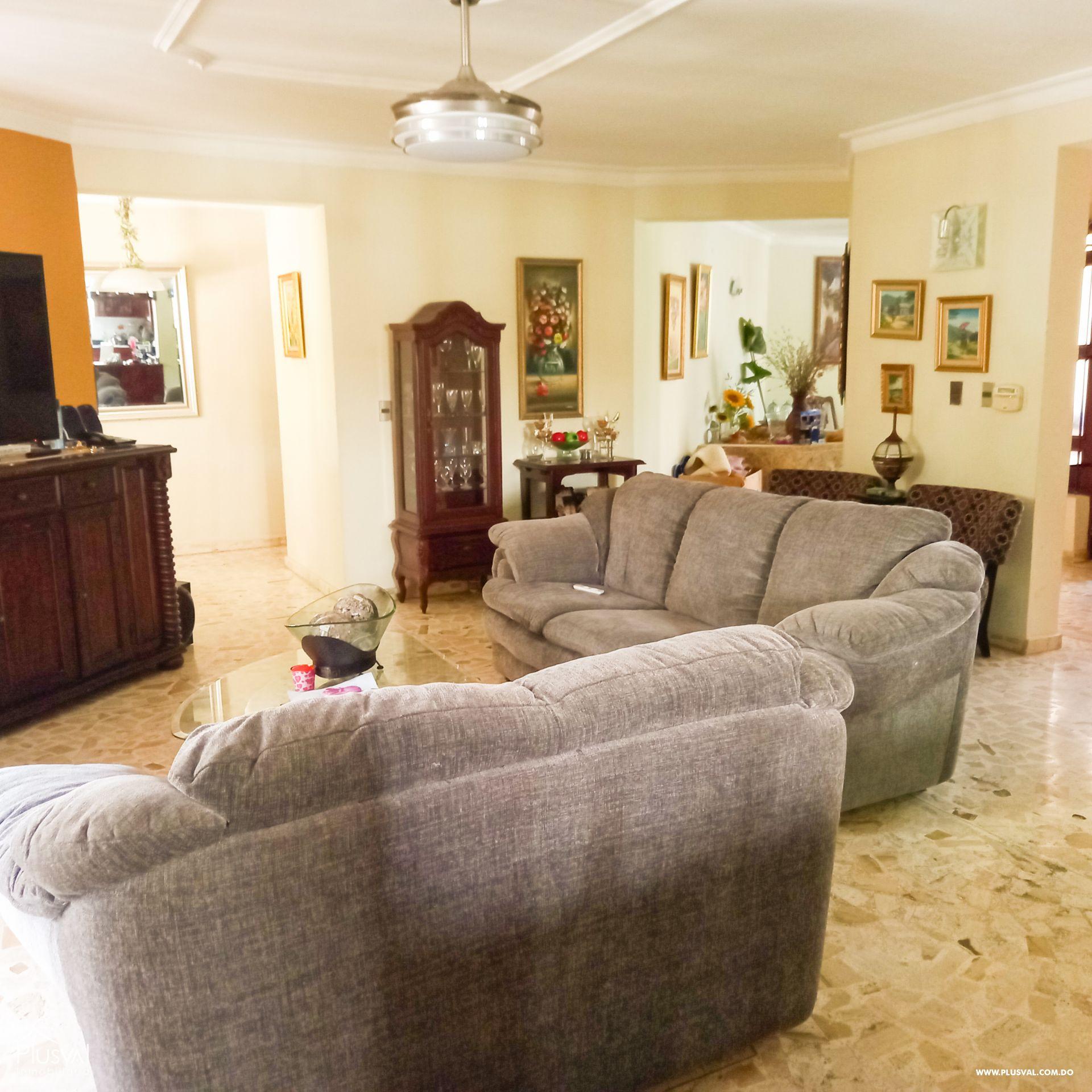 Casa de dos niveles en Los Laureles 176375