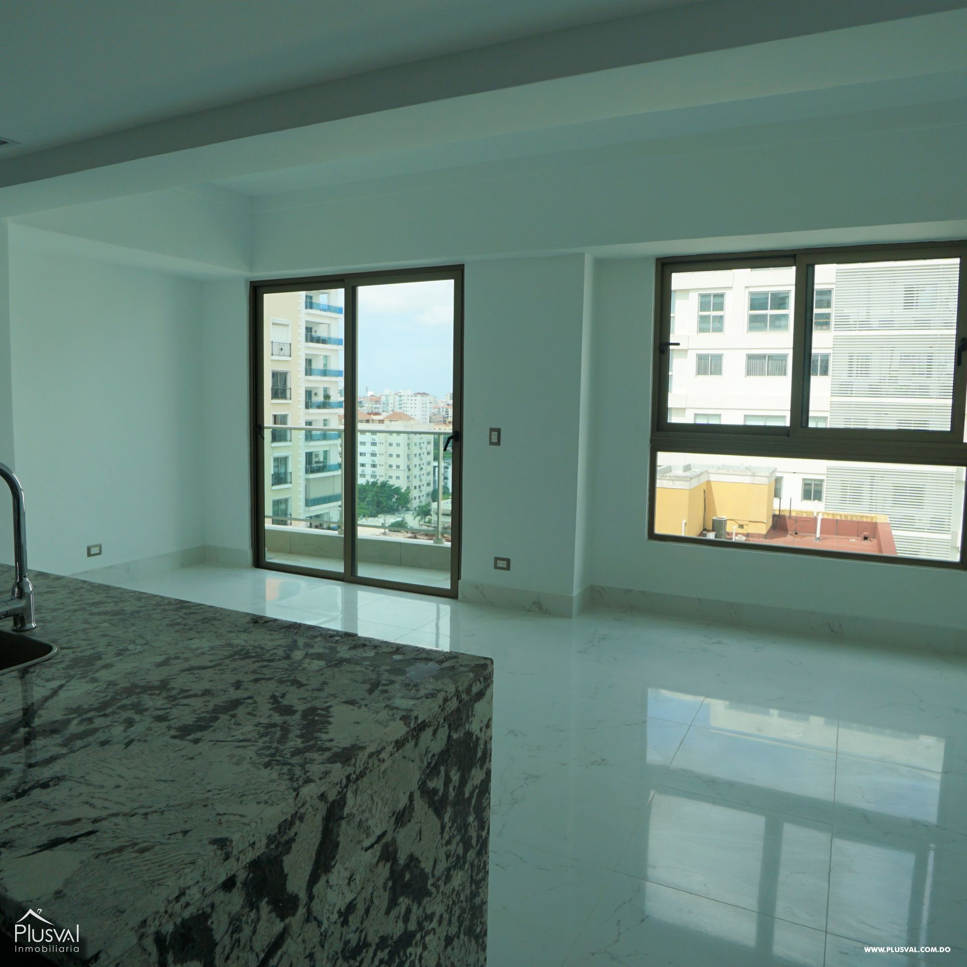 Apartamento en alquiler con linea blanca en Piantini 183097