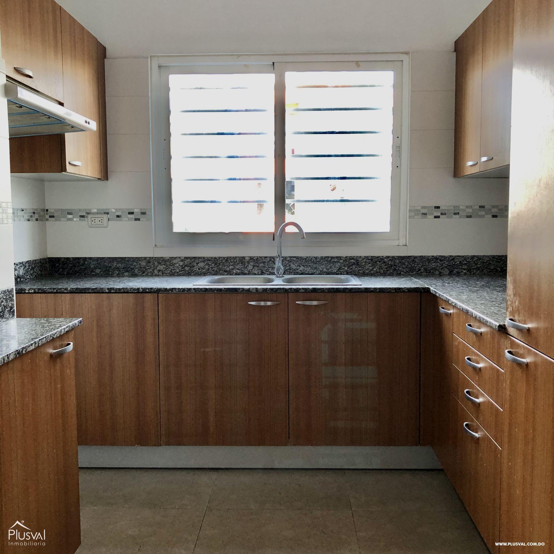 Apartamento 3 habitaciones en excelente zona en Evaristo Morales 159407