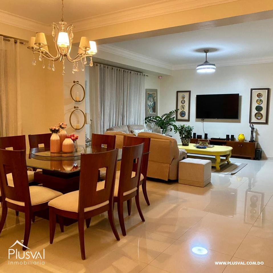 Amplio apartamento, en zona exclusiva de Santiago 172172