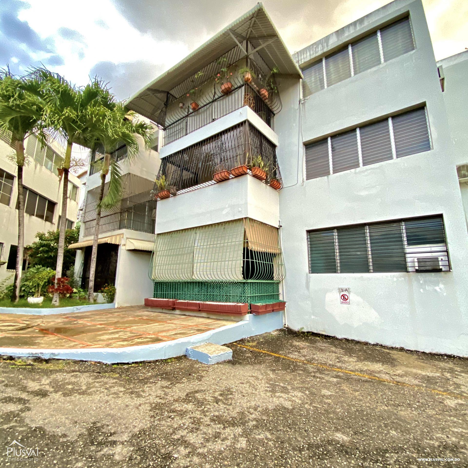 Amplio Apartamento en venta,  ubicado en el  Centro de Arroyo Hondo en 3er piso, 2 habitaciones,
