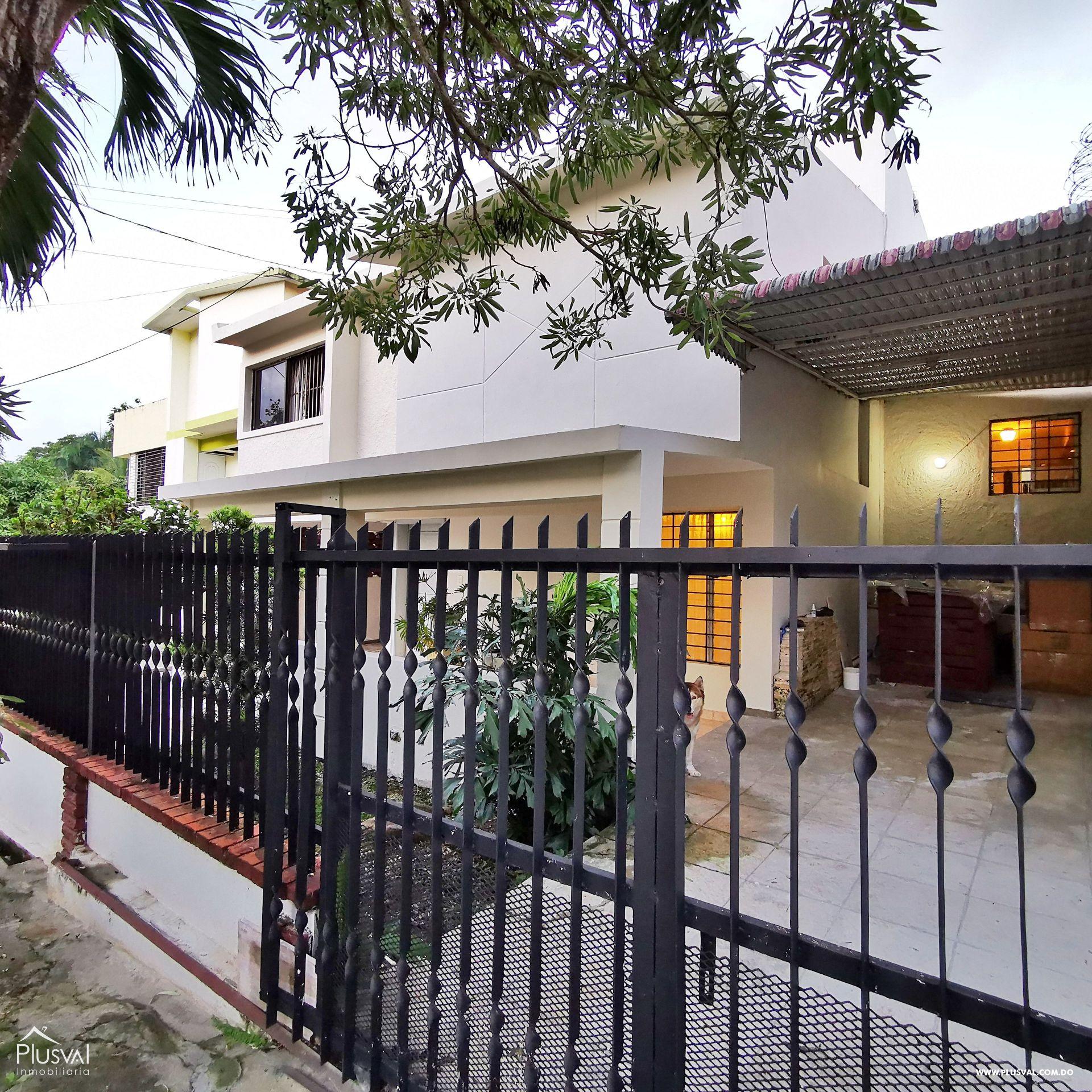 Casa Remodelada en Proyecto Cerrado Ave. Los Próceres