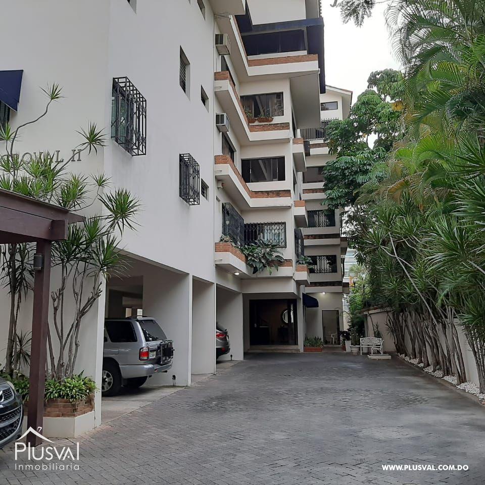 Amplio apartamento clásico en Serralles