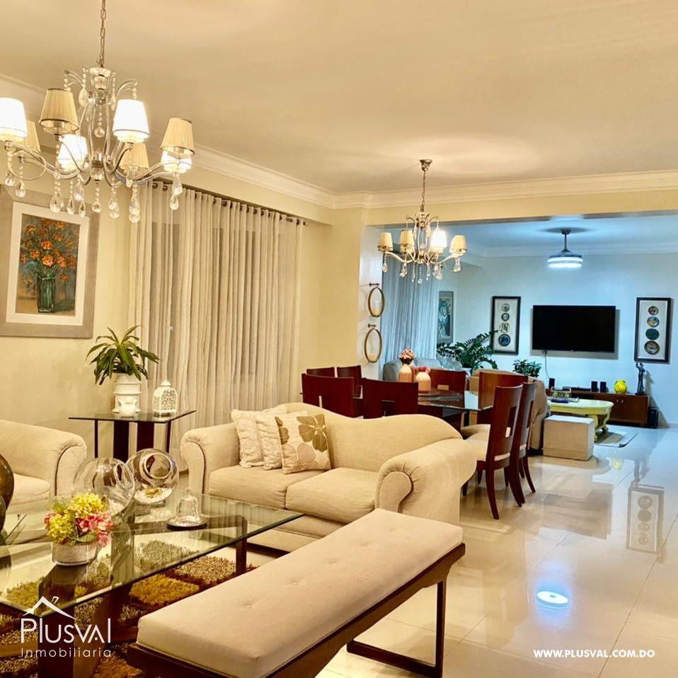 Amplio apartamento, en zona exclusiva de Santiago
