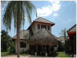 Villa en venta de 3000 m2 en Guababerry frente al campo de Golf.