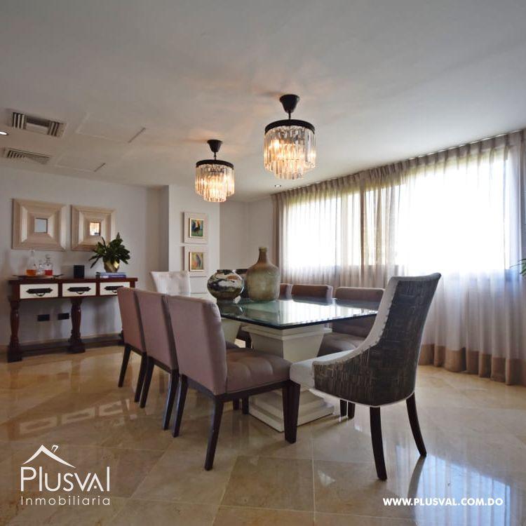 Amplio y luminoso apartamento en venta, Naco