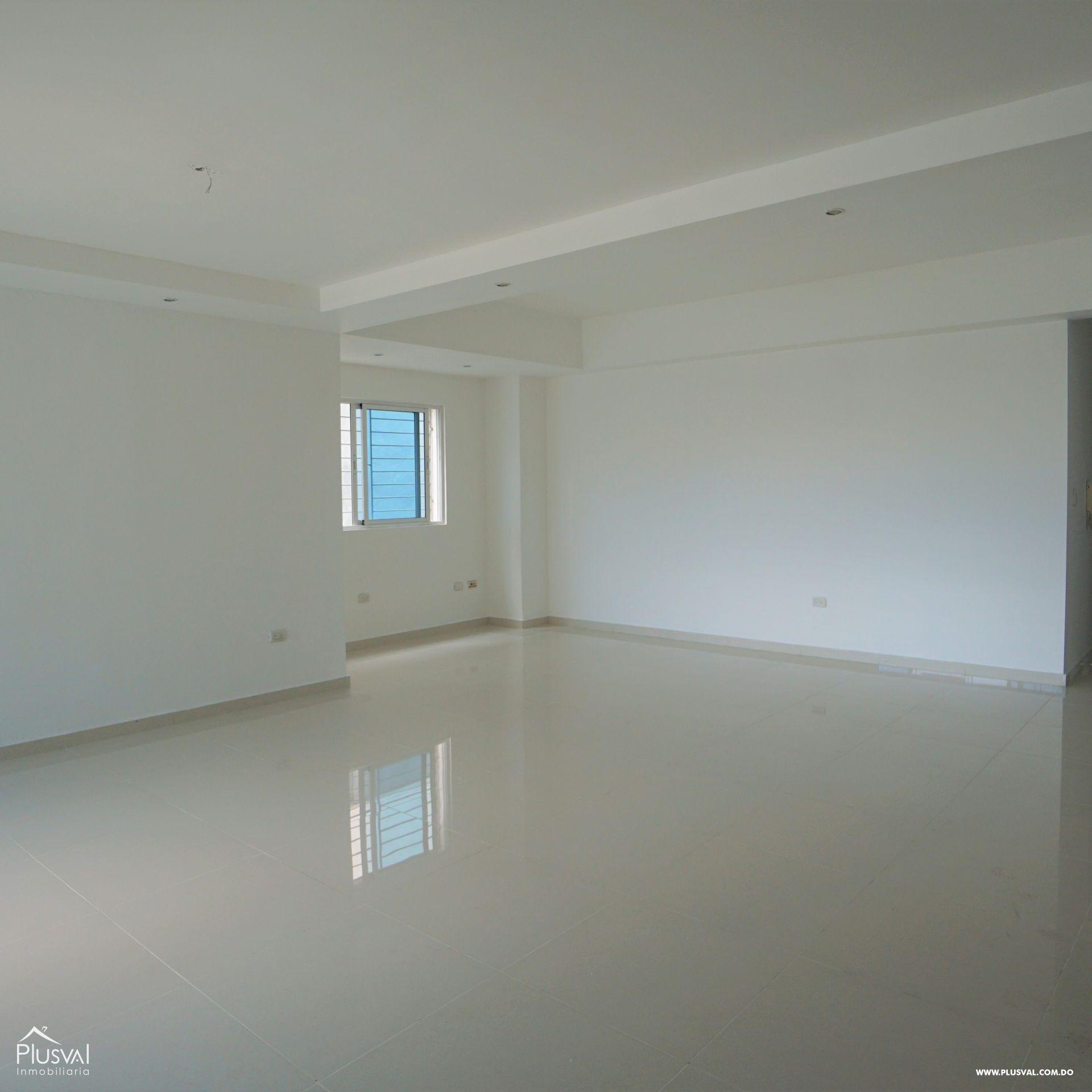 Amplio apartamento en alquiler en Evaristo Morales