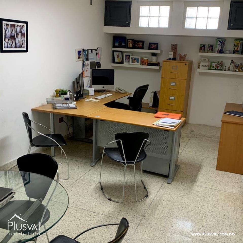 Excelentes espacios en alquiler, ideal para oficinas, ubicada en  Julieta Morales. Amplios espacios y parqueos suficientes
